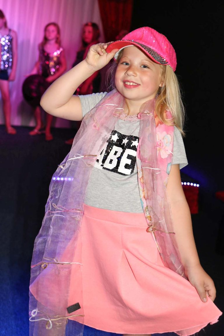 Modeshow, make-up en styling kinderfeestje, met catwalk .